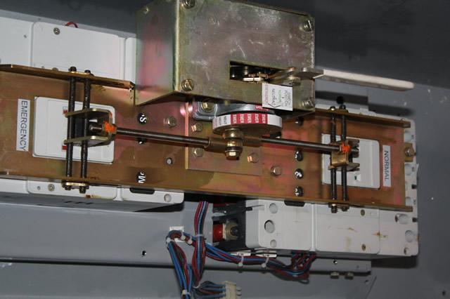 CUTLER HAMMER MTVXKDA40300ESU 300A 600V 4P 3Y MANUAL TRANSFER SWITCH